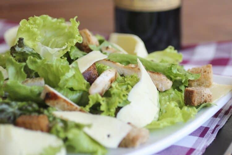 Salade avec des croûtons