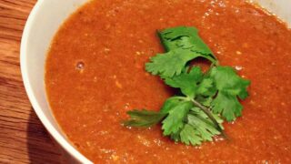 Soupe indienne aux lentilles rouges