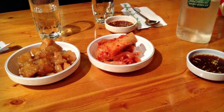 Kimchi et salade pommes de terre - Restaurant Chez Bong - Montréal