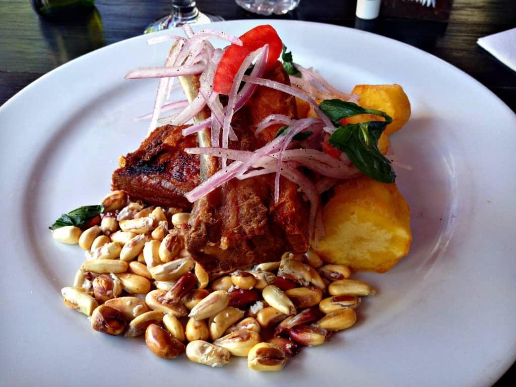 Chicharonnes servi au restaurant Tanta à Arequipa, Pérou