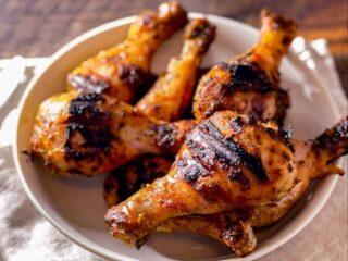 Bol de pilons de poulet à la portugaise