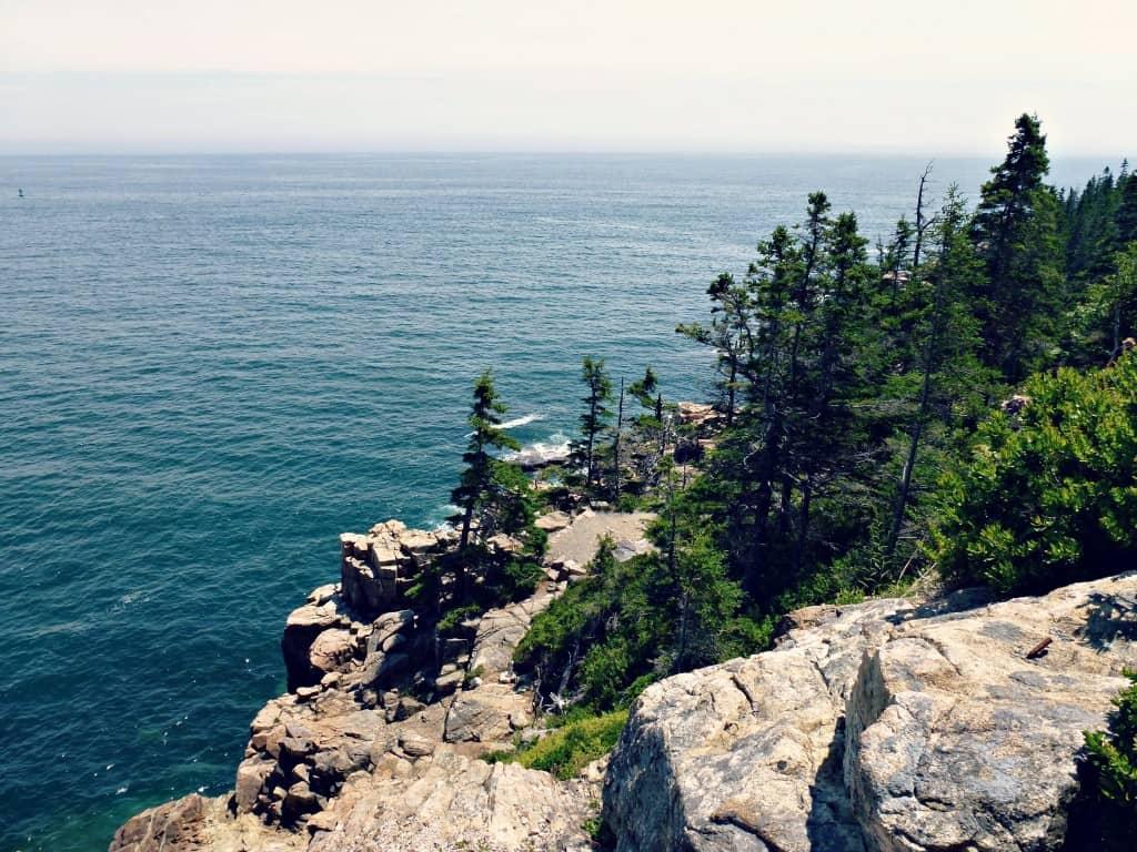 Vue du sentier Ocean Path au Parc Acadia, Maine