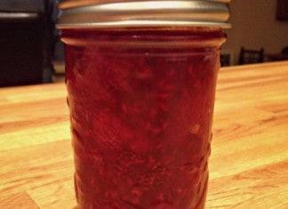 Pot de confiture fraises, framboises et sucre d'érable