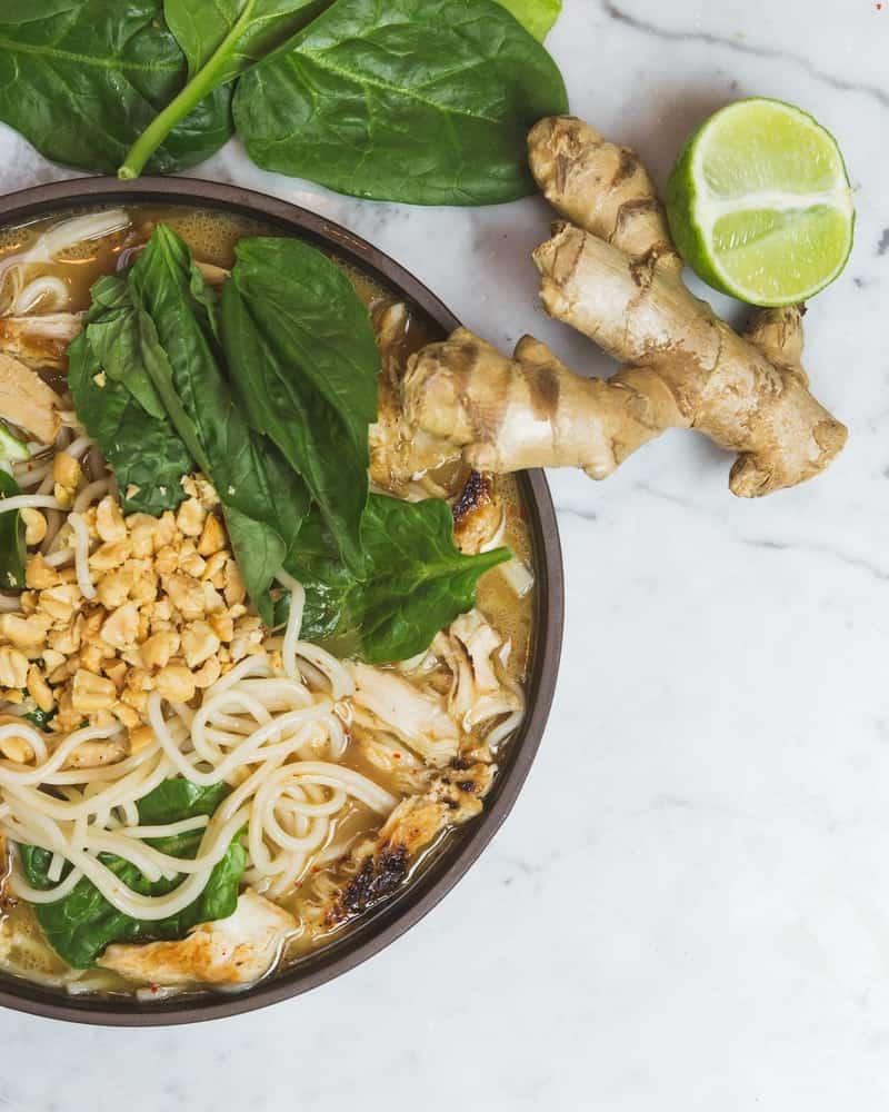 Plat de cuisine asiatique avec du gingembre