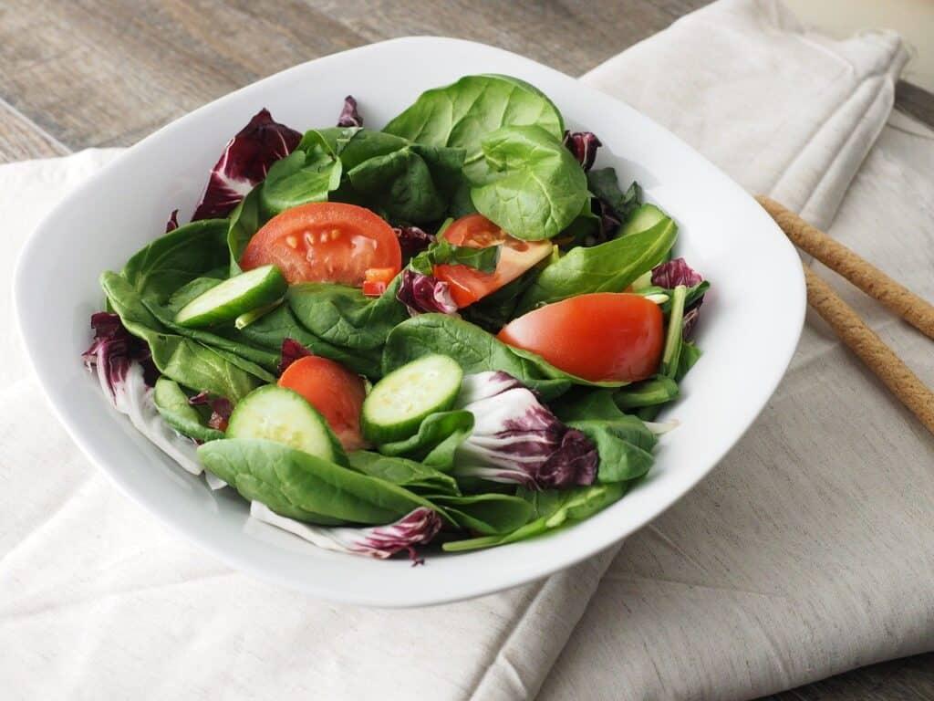 Salade verte à servir en accompagnement de la raclette ou en entrée