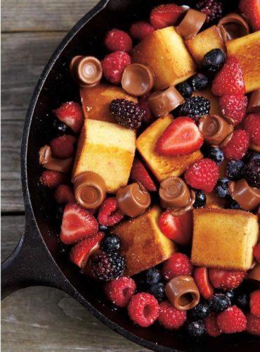 Poêlée de gâteau petits fruits et chocolat fondant