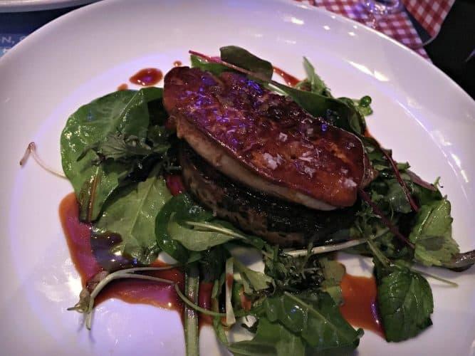Foie gras poêlé, galette de champignons, jus au porto