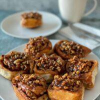Brioches faciles à l'érable et aux noix