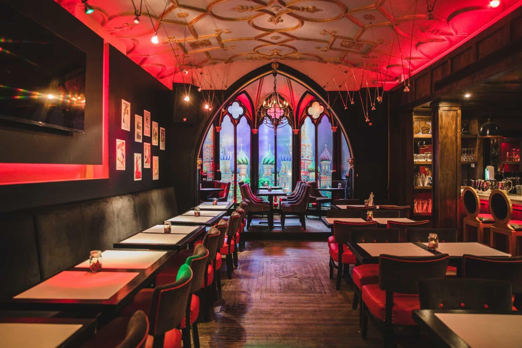 L'intérieur du restaurant Vladimir Poutine- Montréal