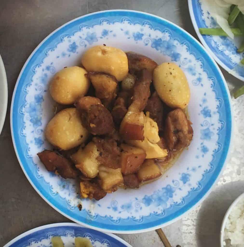 Porc et oeufs caramélisés - Guide gourmand du Vietnam