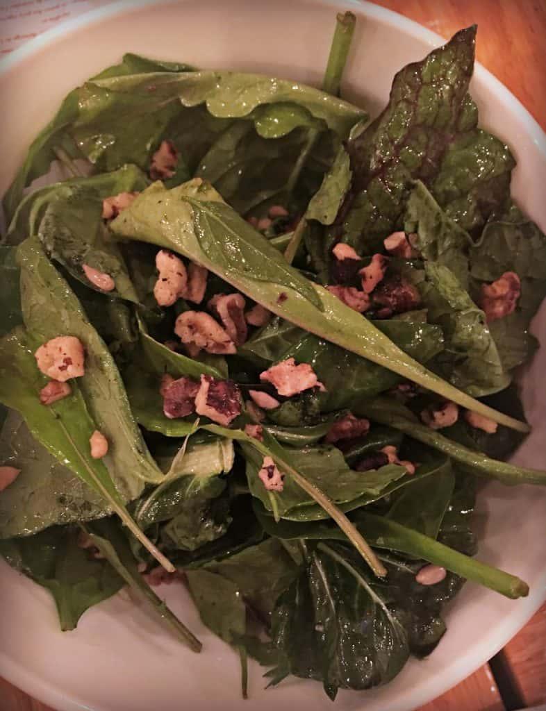 Saveurs et couleurs du Jardin d'érable : Verdures assorties avec vinaigrette d'érable et graines de tournesol - Terra Perma Chez Fabergé