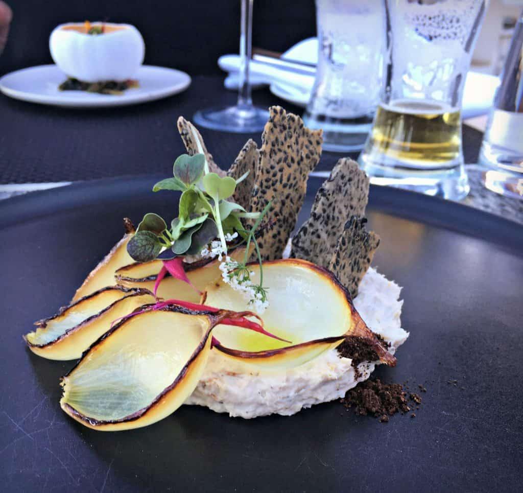 Esturgeon fumé, oignon brulé, sésame - restaurant Poivre Noir - Trois-Rivières