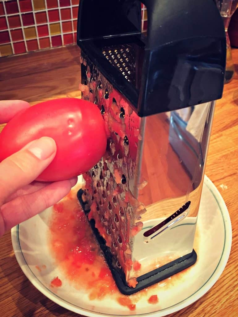 Râper des tomates