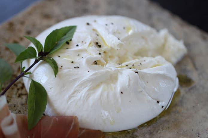 Burrata - Gastronomie des Pouilles - 5 plats et spécialités à découvrir