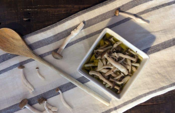 Recette de Champignons marinés à l'ail et aux herbes de Provence