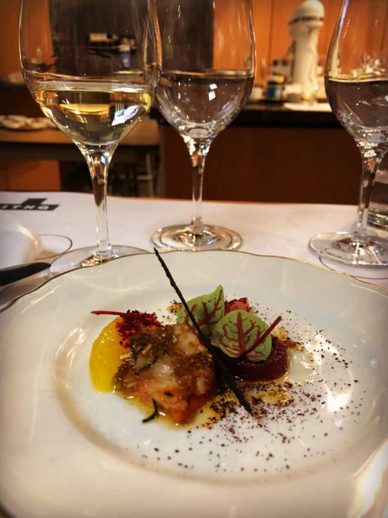 Homard rôti aux aromates, betteraves rouges et agrumes à l'Apéro Goumand à l'ITHQ