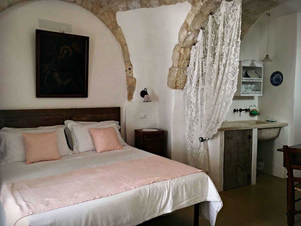 Intérieur de la chambre a l'Agriturismo Masseria Aprile - les Pouilles - Italie | Guide de voyage : 5 jours dans les Pouilles, quoi voir et quoi faire