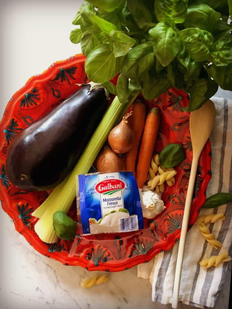 Les ingrédients de la recette de Pâtes aux aubergines et saucisses, gratinées à la mozzarella fresca Galbani