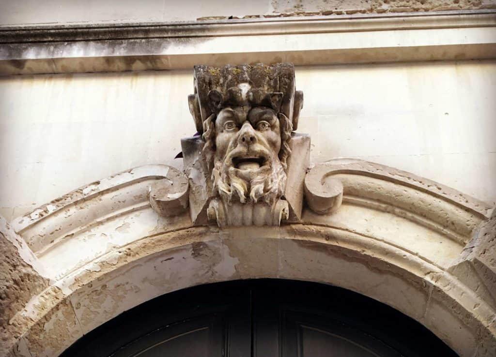 Détail d'un batîment à Lecce, la capitale baroque des Pouilles - - les Pouilles - Italie | Guide de voyage : 5 jours dans les Pouilles, quoi voir et quoi faire