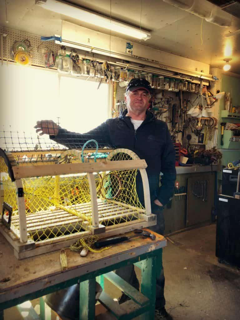 Lauréat Déraspe dans sa shed- La pêche aux homards aux Îles de la Madeleine : de l'océan à notre assiette
