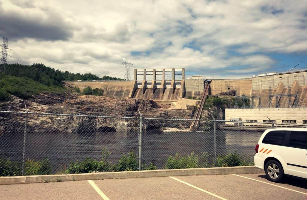 A seulement 20 minutes de Baie-Comeau, on peut visiter la centrale hydroelectrique Manic-2 - Côte-Nord