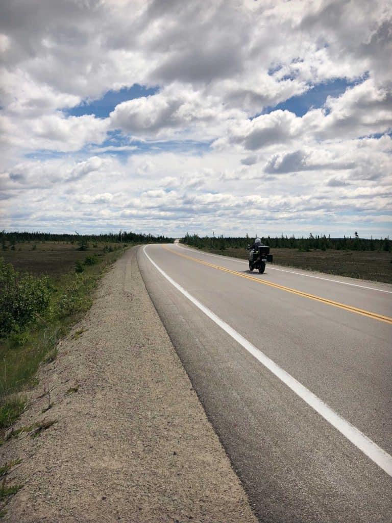 Moto sur la Route 138 sur la Côte-Nord