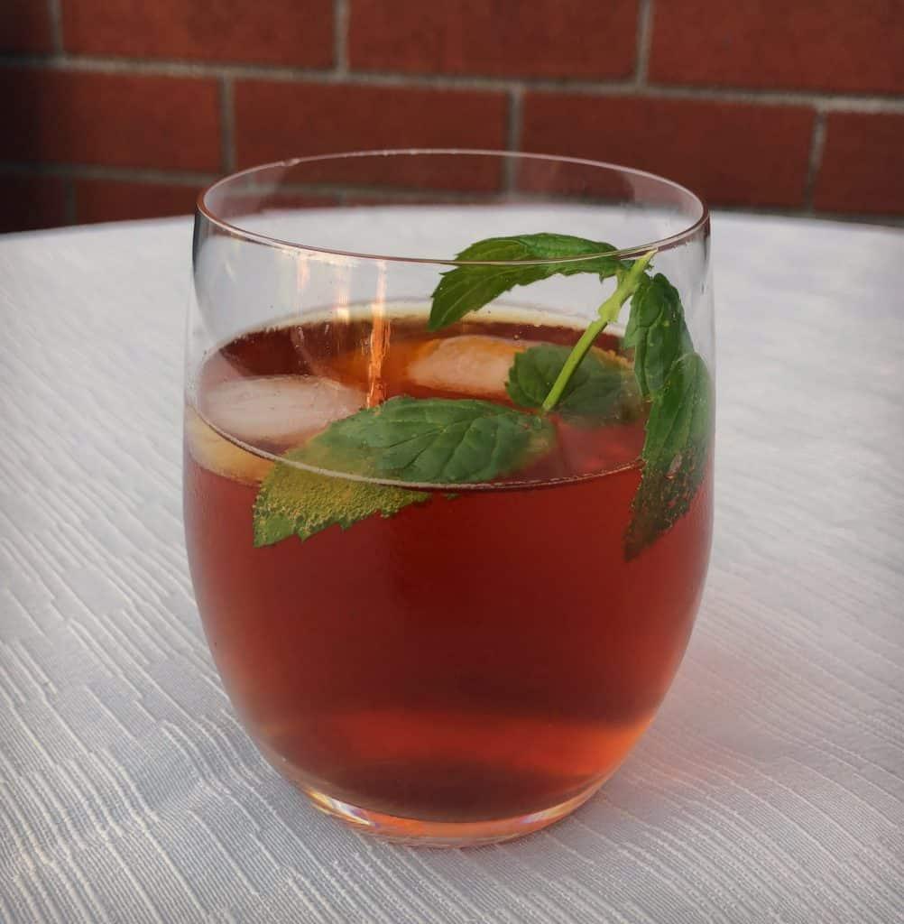 Recette de cocktail Whisky - cola avec Cola Maison de 3/4 Oz. et Sortilège aux bleuets
