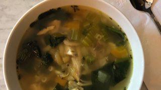 Soupe poulet et nouilles aux fines herbes