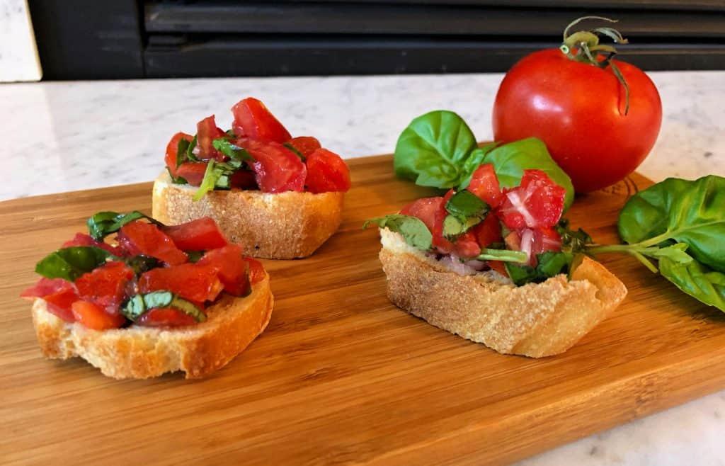 Recette de Bruschetta classique aux tomates et basilic