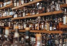 Murs de bouteilles de spiritueux