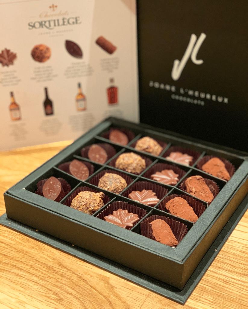 boîte de chocolats aromatisés aux différentes liqueurs de la famille Sortilège- 12 idées cadeaux pour les foodies