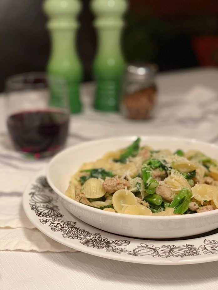Recette d'orecchiette aux saucisses italiennes et rapini. Si facile à réaliser et si goûteux!