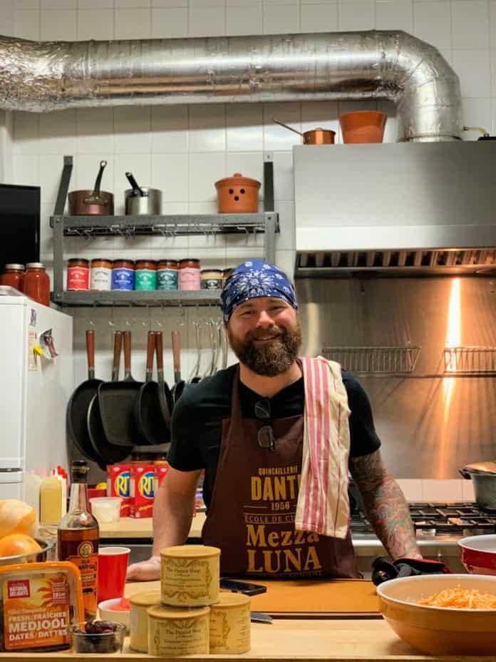 Le chef Nick Hodge s'apprête à nous dévoiler les recettes du menu parfait pour le Superbowl