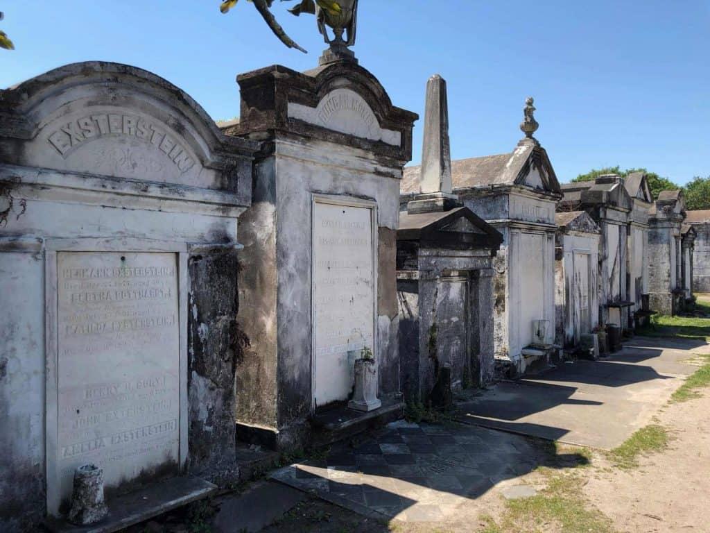Rangée de tombes au Cimetière Lafayette - Nouvelle-Orléans