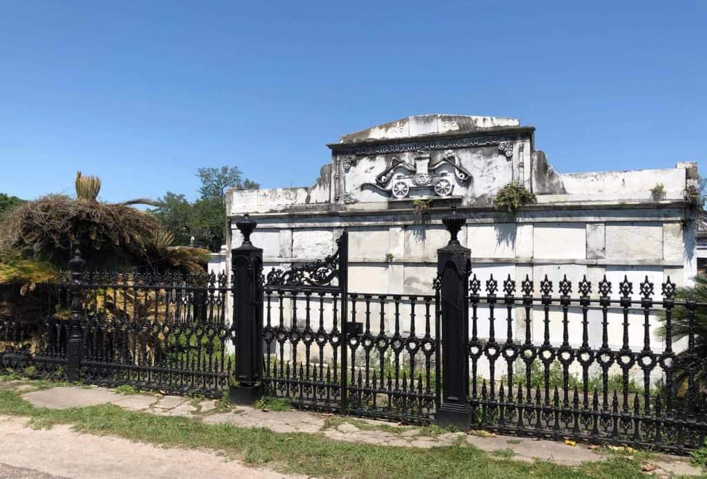 La tombe de la compagnie de pompiers - la Jefferson Fire Company au Cimetière Lafayette - Nouvelle-Orléans