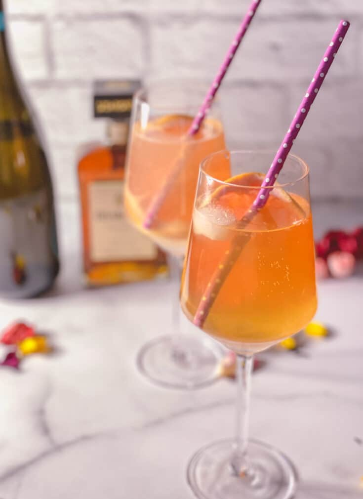Amaretto spritz et a bottle of  Amaretto