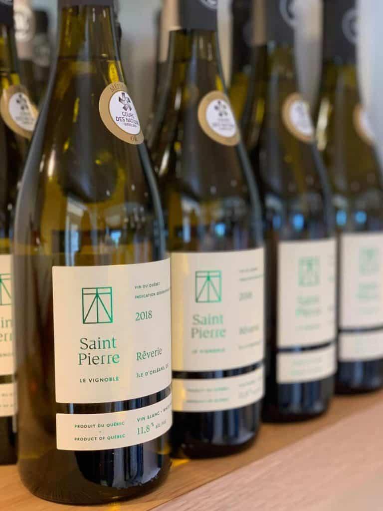 Vin blanc primé du vignoble Saint-Pierre