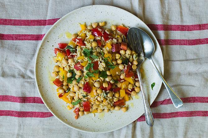 Salade de riz et pois chiches au cari