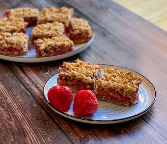 Carrés aux fraises, amande et cannelle
