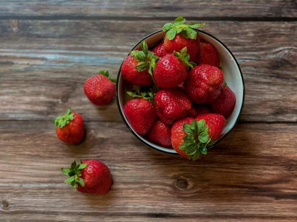 Recette de carrés aux fraises, avec une touche d'amande et de canelle