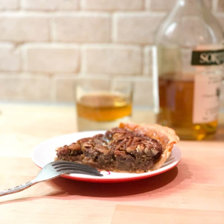 Morceau de tarte aux pacanes, érable et whisky