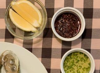 Mignonnette lime et gingembre, avec huitres, citron et mignonnette classique