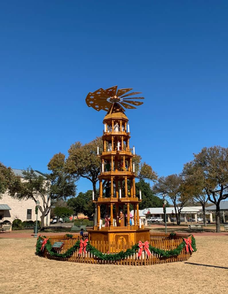 La pyramide en bois de Noël