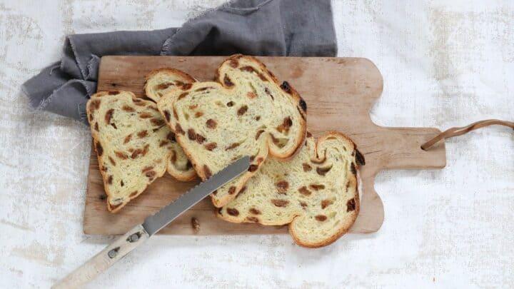 Tranches de pain aux raisins