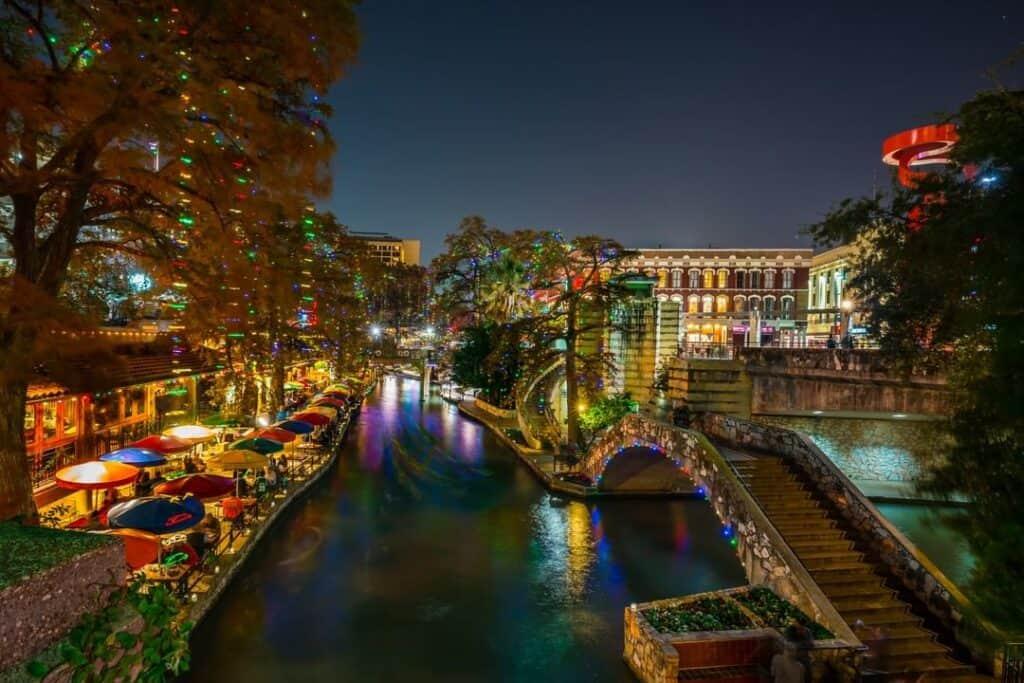 Riverwalk de nuit