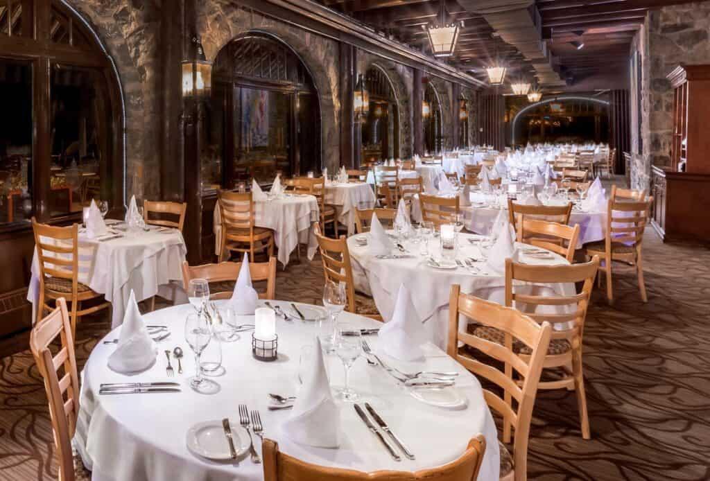 Salle à manger du restaurant Aux Chantignoles du Château Montebello