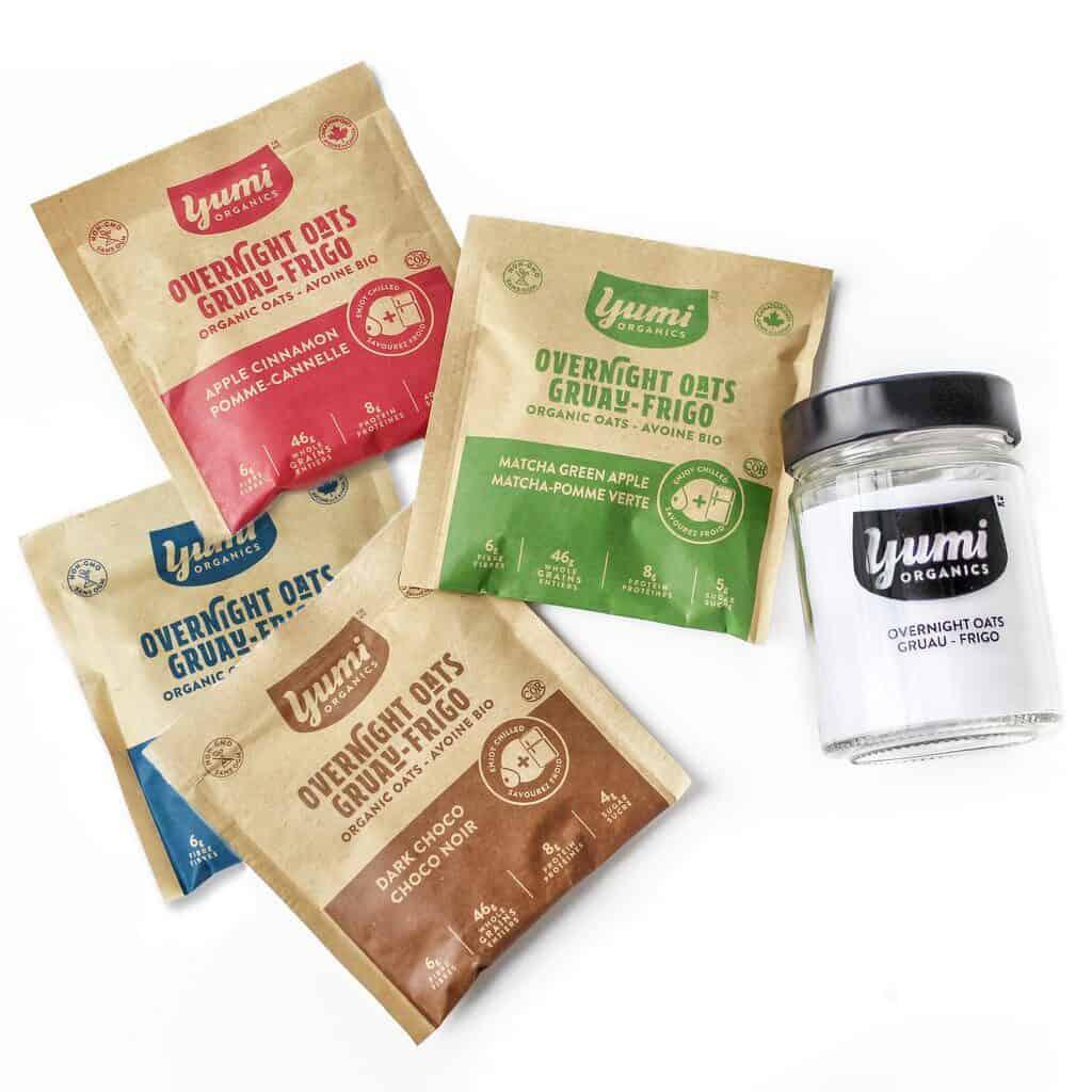 Les saveurs et le pot gradué de gruau-frigo de Yumi Organics