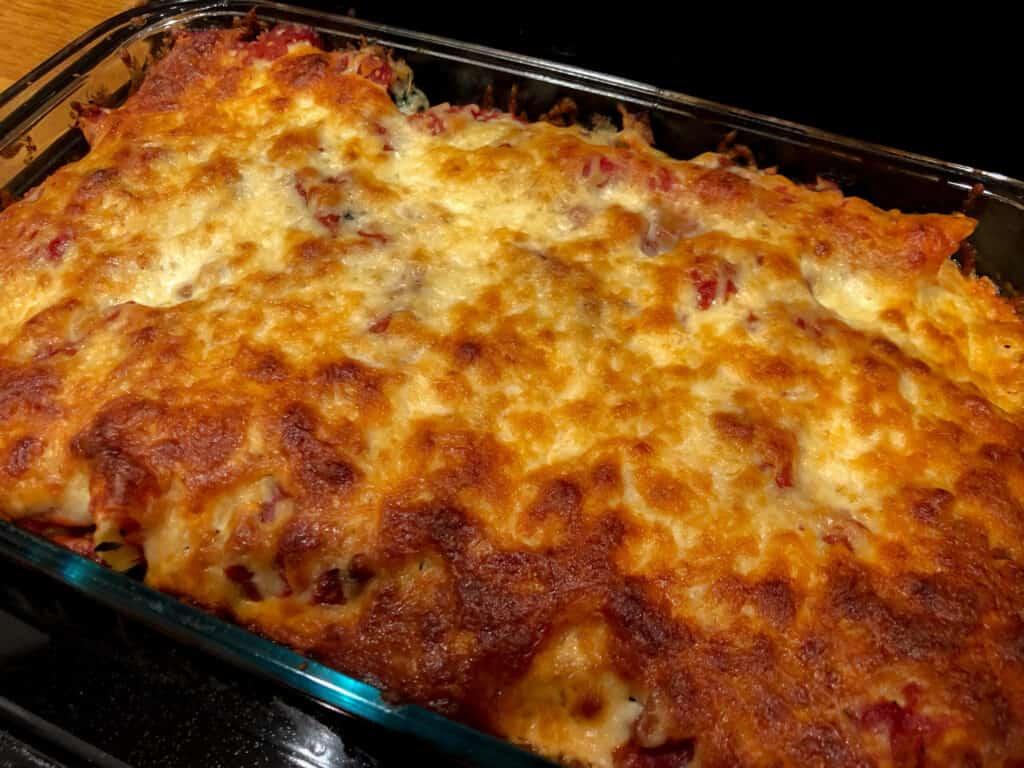 Plat de rouleaux de lasagne gratinés veau épinard et ricotta