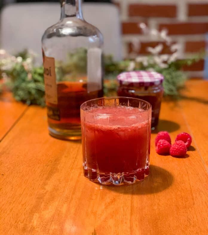Cocktail au rhum et à la confiture de framboises Bonne Maman