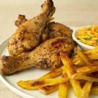 Pilons de poulet aux épices et frites au four